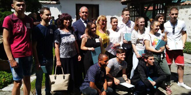 """Випуск 2020 на ПГХВТ  """" Ат. Ченгелев""""  получи дипломите си"""