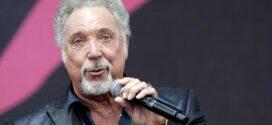 Tom Jones – най-възрастния мъж, оглавил престижната класация за албуми във Великобритания