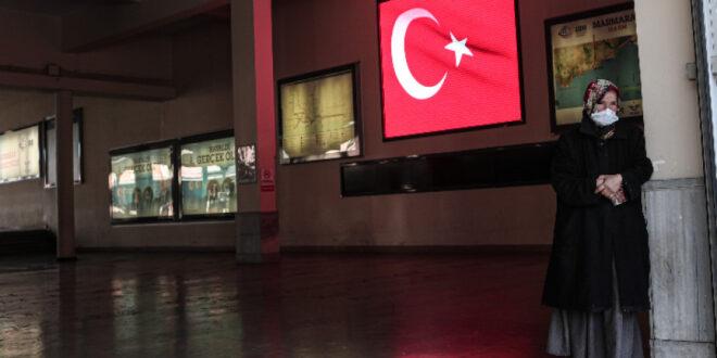 Нова забрана за излизане от домовете през уикенда влиза в сила в Турция