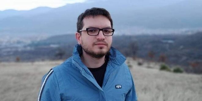 """Христо Милчев е от младите пещерски автори, които се включиха в """"ЛЯТОТО ТИЧА ПО ПЛАЖА С КНИГА В РЪКА"""""""