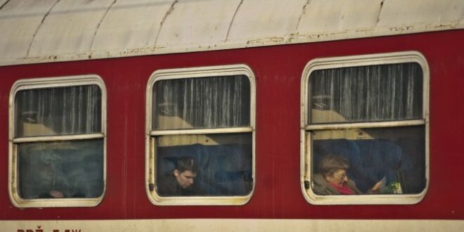 Жена скочи пред влака между Септември и Белово
