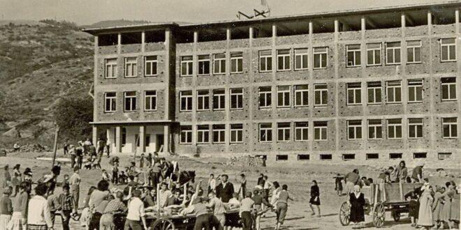 """На 30.10.1990 г. се преименува Основно училище """"Свети Патриарх Евтимий""""."""