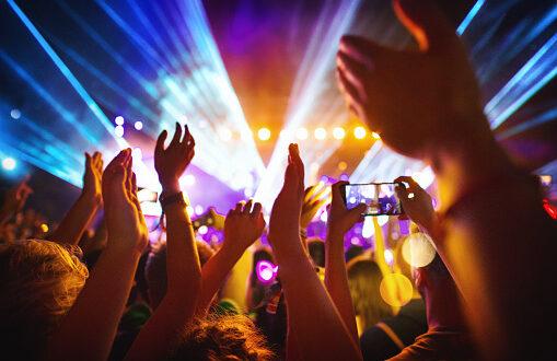 Отварят дискотеките и баровете