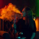 На първо четене: Забраниха продажбата на наргилета и електронни цигари на непълнолетни