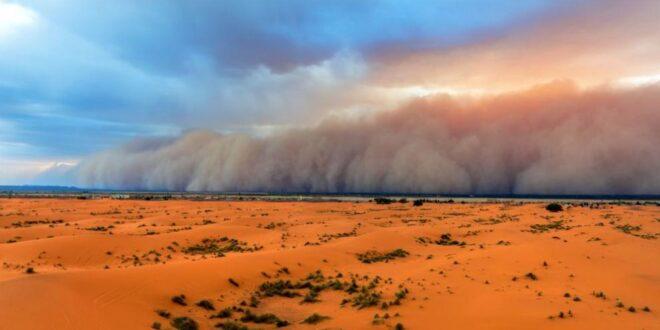 Над страната : пустинен пясък от Северна Африка