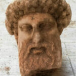 Мраморна глава на бог Хермес от IV-III век пр. Хр. изскочи от канализацията на Атина