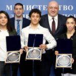 Най-добрите състезатели по борба за 2020 година с награди от генералния спонсор на федерацията