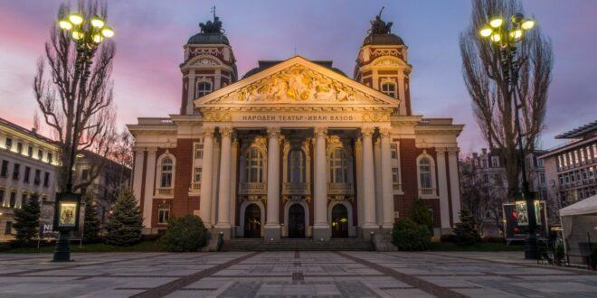 """Сградата на Народния театър """"Иван Вазов"""" става на 114 години"""