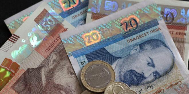 Изплащат 120 лева помощ на хора с пенсии от 300 до 369 лева