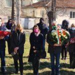 Пещера склони глава пред паметника на капитан Сафонов