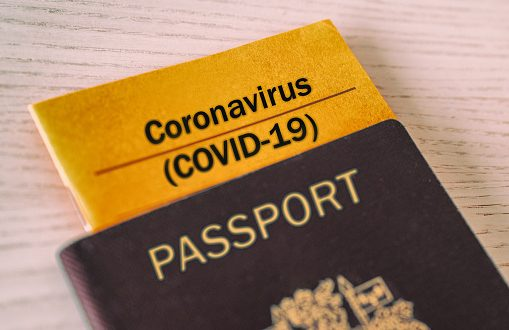 Защо в Гърция и Великобритания искат COVID паспорти