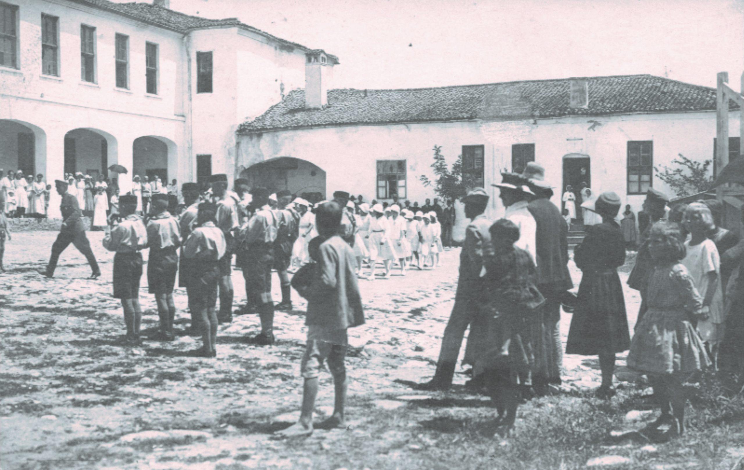 Руската гимназия в двора на казармата