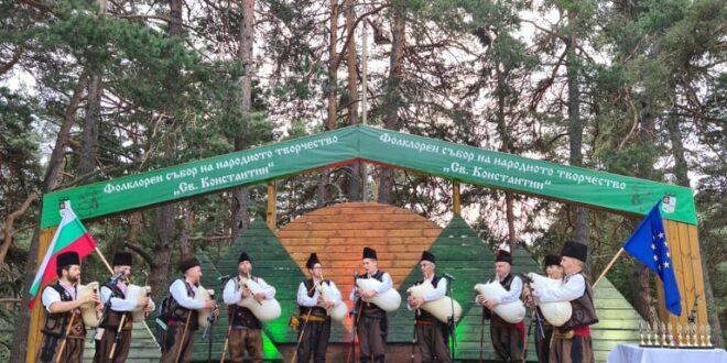 Сто и една каба гайди, Николай и Петър Учкунови и Здравко Мандаджиев във вечерната програма на събора на Свети Константин