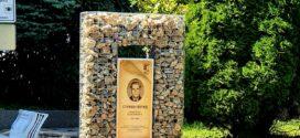 Пещера почете паметта на Стефан Попчев с двуметров габион